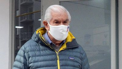 Pereyra consiguió que vacunen a los petroleros y levantó la amenaza de retirar a los operarios de Vaca Muerta