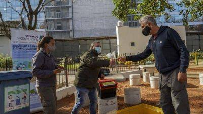 Cientos de vecinos se acercaron a la posta de buenas prácticas ambientales en el bajo de Vicente López