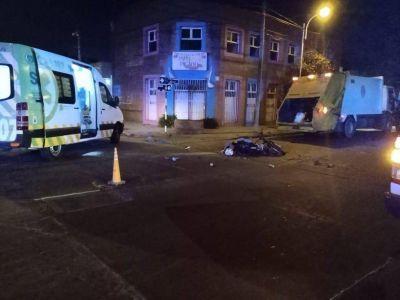 Un camión de residuos chocó a un adolescente en moto y lo mató