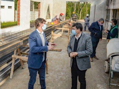 Andreotti y Arroyo recorrieron la obra de la Unidad de Desarrollo Infantil de Villa Jardín