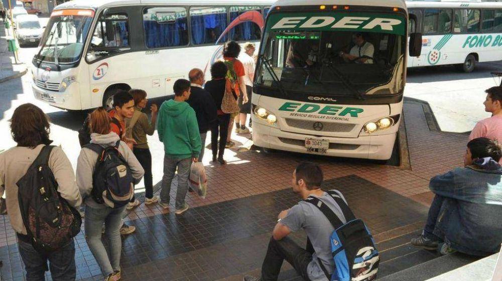 Córdoba: denuncian que los colectivos interurbanos llevan pasajeros apretados