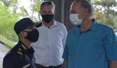 Berni y Descalzo encabezaron la entrega de diez patrulleros y veinte motos para la Policía en Ituzaingó