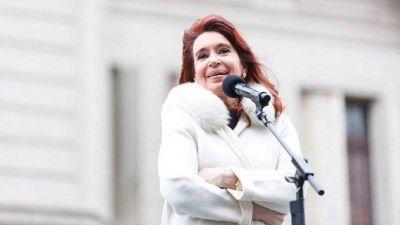 Cristina Kirchner define el territorio de campaña, hace eje en la vacunación y busca descargar culpas por la cifra de muertes