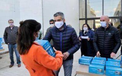 Zabaleta y el vicerrector de la UNAHUR entregaron medidores de dióxido de carbono a todas las escuelas de Hurlingham