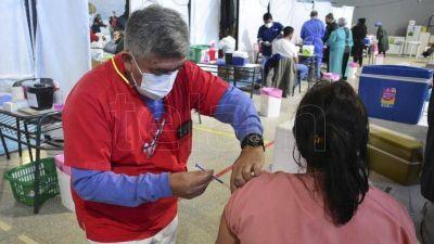 La campaña de vacunación contra el coronavirus da prioridad a embarazadas y llega a adultos jóvenes