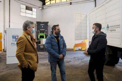 Cabandié entregó maquinaria para recicladores en Pilar