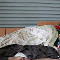 Dudas sobre el rol del municipio en la asistencia a personas en situación de calle