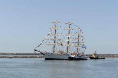 La Fragata Libertad volvió a encontrarse con la costa marplatense