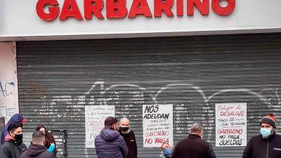 Protesta de trabajadores de Garbarino en Lanús