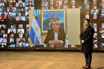 Merlo: Alberto Fernández, Axel Kicillof y el intendente Menéndez, en la promesa a la Bandera