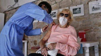 Analizan incluir una tercera dosis en el plan de vacunación contra el coronavirus