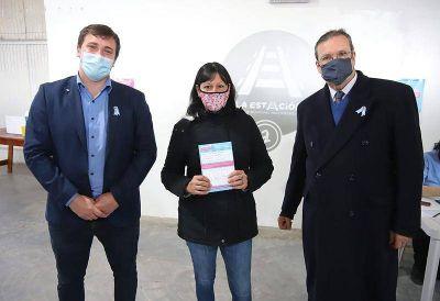 Alejo Chornobroff y Tristán Bauer visitaron vacunatorios de Avellaneda donde se realizaron muestras artísticas