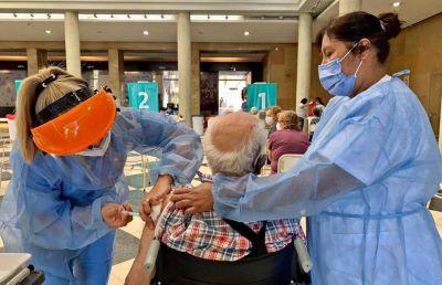 Desde hoy, mayores de 70 años pueden vacunarse sin turno previo en Córdoba