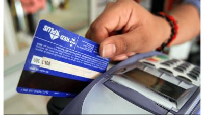 El Gobierno aumentó el reintegro en compras con tarjeta de débito para AUH, AUE y jubilados