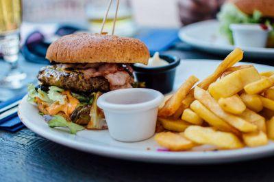 El 50% de jóvenes argentinos consume comida chatarra