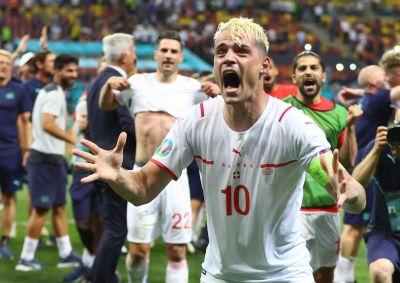 Xhaka bebe Coca-Cola antes de la tanda de penaltis en la Eurocopa y estallan los memes