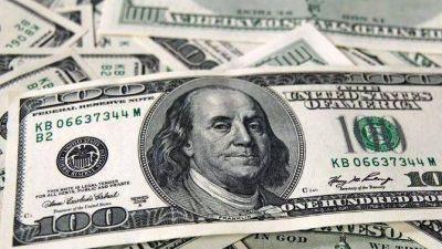 El dólar blue volvió a caer, pero siguió la presión en los financieros
