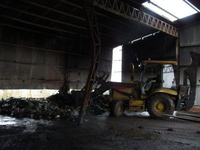 Planta de reciclado: un incendio afectó uno de los galpones