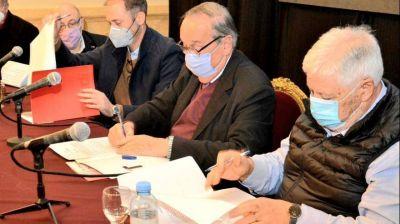 Tandil: firman acuerdo para instalación de la primera planta del país que utilizará rastrojo de trigo para la fabricación de paneles de construcción