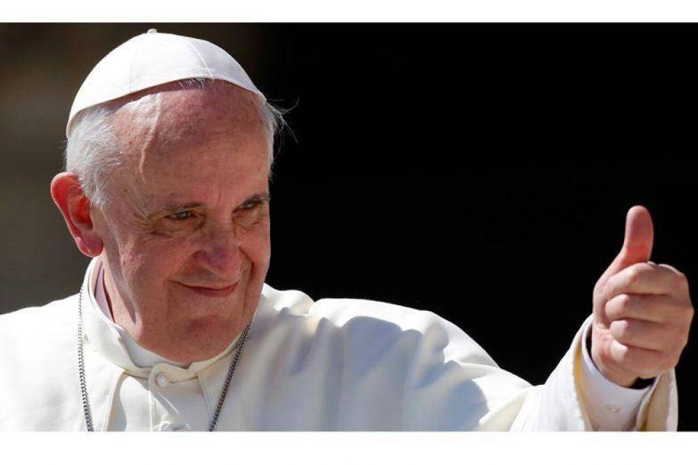 El Papa Francisco fue operado con éxito de un problema en el colon