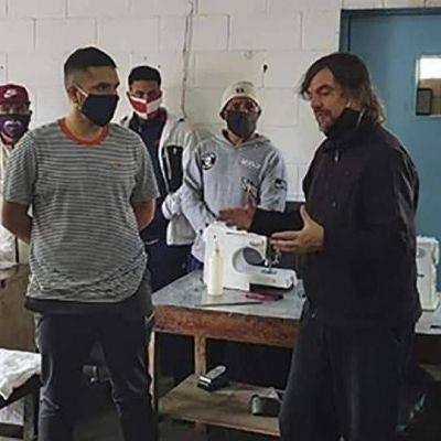 Presos fabricaron 4000 tapabocas y 1000 camisolines y los donaron a un hospital