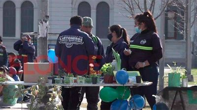 Ley de Envases: entregaron plantines a cambio de materiales reciclables