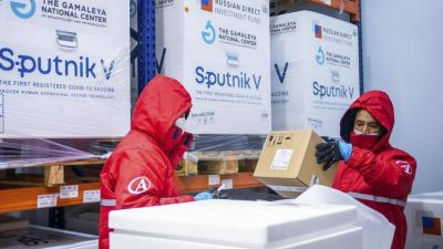 Comienza la distribución de más de 1,3 millones de dosis de Sinopharm y Sputnik V