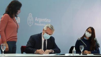 Alberto Fernández promulgó la ley de cupo laboral travesti trans: «Quisiera ganarle a Cristina y que mi gobierno sea mucho más progresista que el de ella»