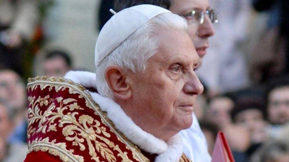 Cardenal Sarah: «Benedicto XVI pasará a la historia como el Papa del Summorum Pontificum»