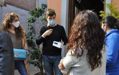 Morón continúa con la entrega de medidores de CO2 a instituciones