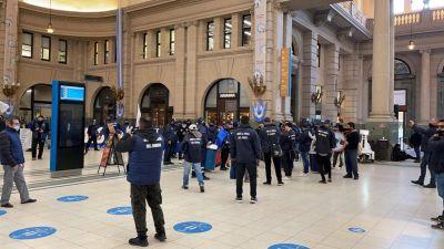 Trabajadores de seguridad privada bloquean boleterías de la estación Retiro: denuncian explotación laboral en la empresa COMAHUE