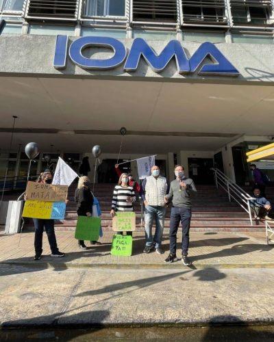 Luego del amparo, Lipovetzky participó de la marcha de afiliados de IOMA en donde se exigen respuestas
