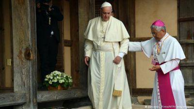 Papa Francisco se recupera satisfactoriamente tras operación