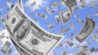 Vuelven a faltar dólares y el Gobierno decidió aplicar más restricciones cambiarias para no devaluar antes de las elecciones