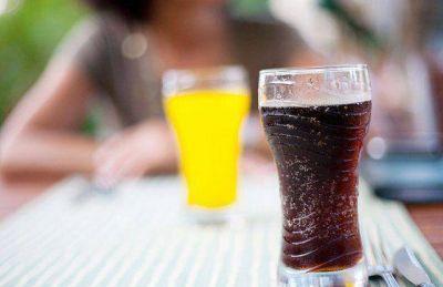 Cuatro de cada diez argentinos toma bebidas azucaradas a diario
