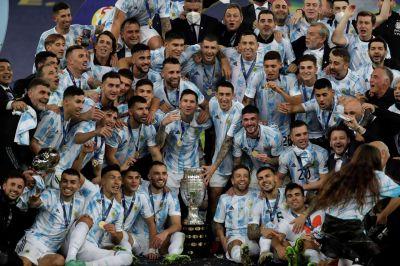 Cerveza, fernet y el gesto del Dibu Martínez con el trofeo: así fue el festejo argentino en el vestuario