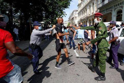 El Presidente y tres malas señales frente a Cuba: deterioro propio, alineamiento K y política exterior depreciada