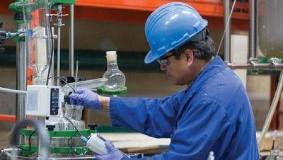Químicos acordó un aumento del 42% para 8 meses y cláusula de revisión