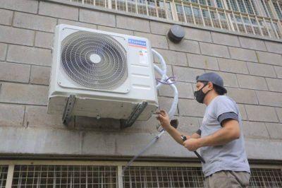 Colocaron nueve equipos de aire acondicionado en varias escuelas de Esteban Echeverría
