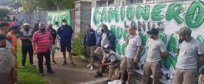 Moyano paralizó una distribuidora de la Cervecería Quilmes y reclamó que apliquen el convenio de Camioneros