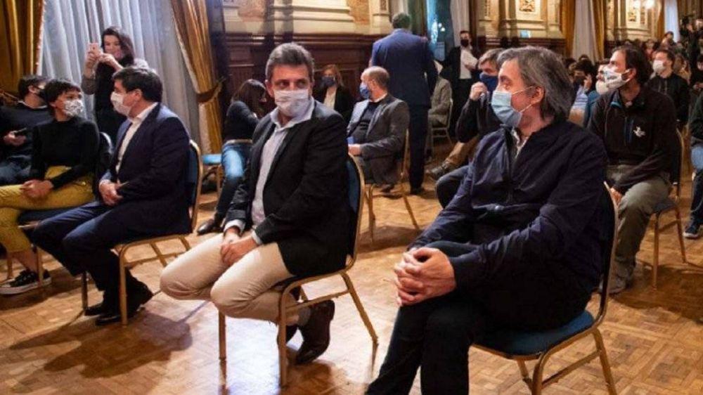 Máximo Kirchner negocia con intendentes y Sergio Massa los lugares de las listas para la Legislatura bonaerense