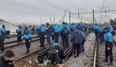 """El gobierno negocia para evitar nuevas protestas de los """"autoconvocados"""" de seguridad ferroviaria"""
