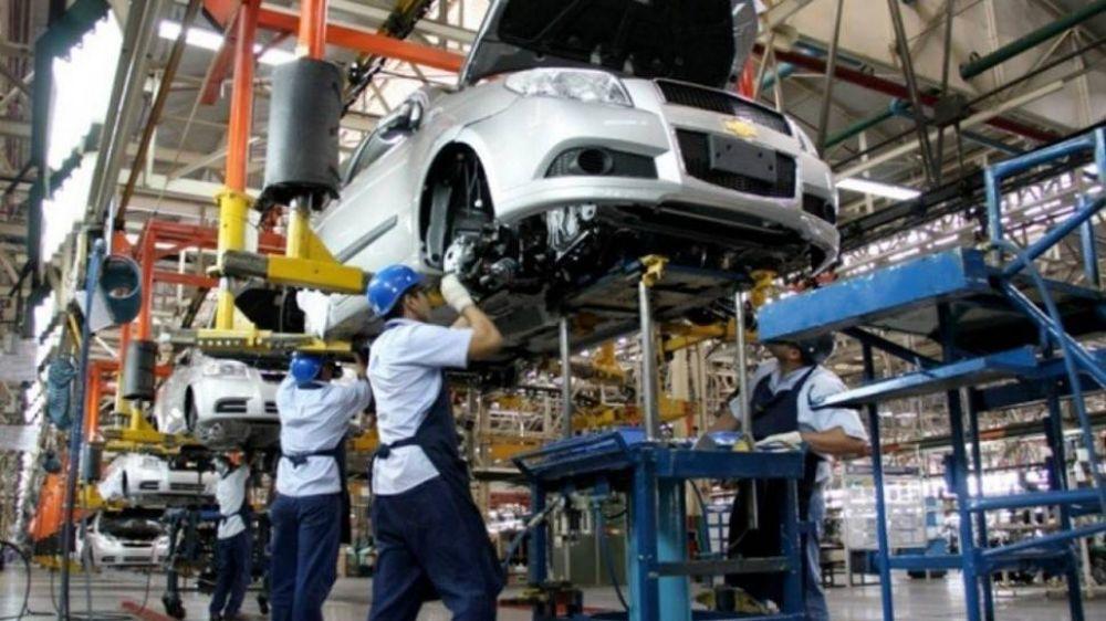 La producción automotriz tocó el techo de reactivación, y ya hay alerta por insumos