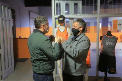 Fernando Gray entregó un subsidio a un club de Luis Guillón