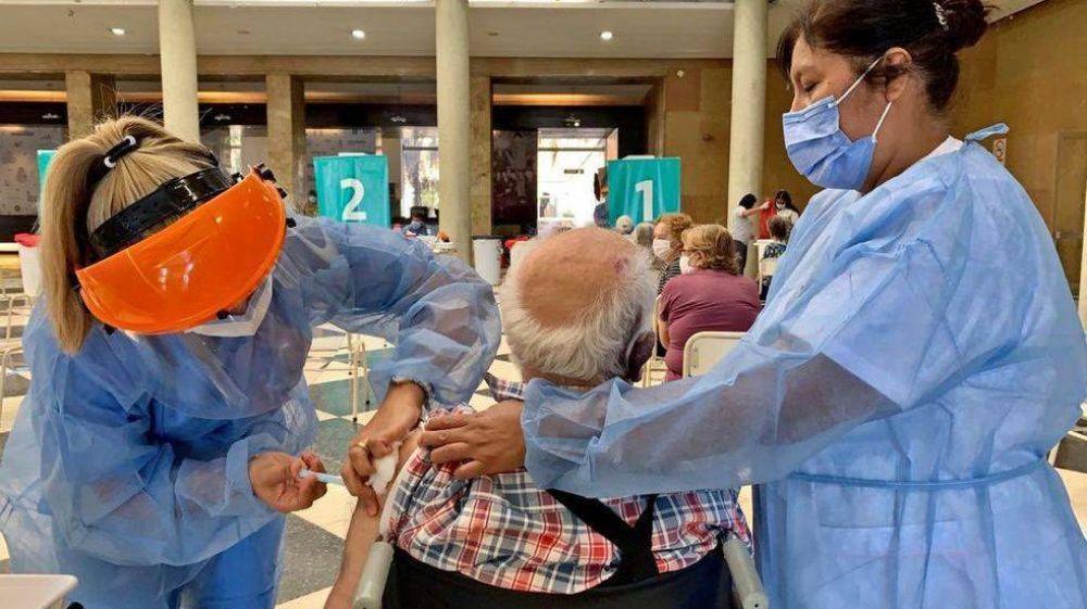 Vacunación en Córdoba: se aplicaron otras 6.150 dosis, el menor número de los últimos siete días