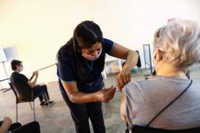 COVID-19: por qué Argentina sigue teniendo 400 muertos en promedio por día, pese al avance de la vacunación