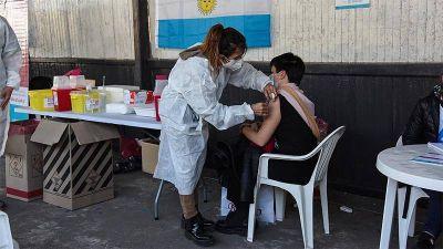 Menéndez participó de la gran jornada de vacunación llevada a cabo en la estación de Merlo