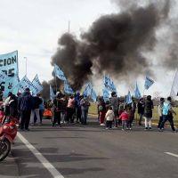 Organizaciones sociales mantienen el corte en la ruta 226