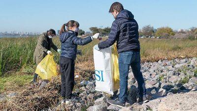 Con todos los protocolos, se realizó una nueva jornada de limpieza en la costa de San Isidro