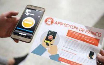 Lanús: Kravetz entregó botones antipánico en centro de jubilados